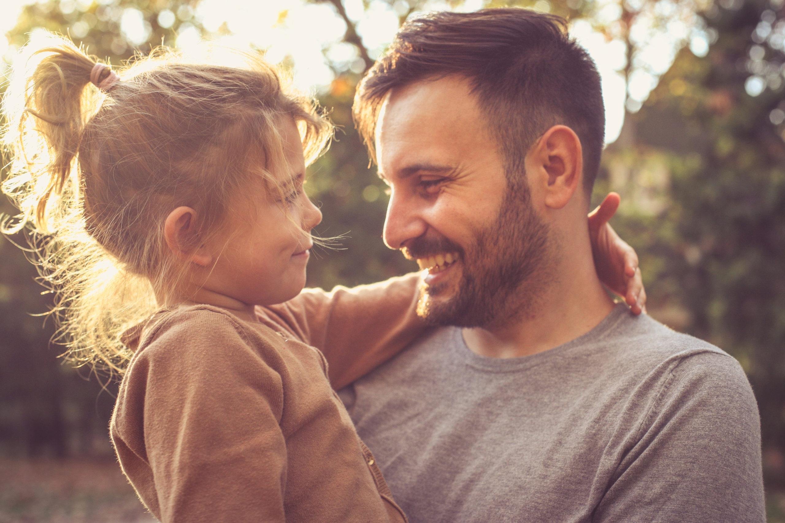 Relacja córki z ojcem – jak wpływa na dorosłe życie kobiety?